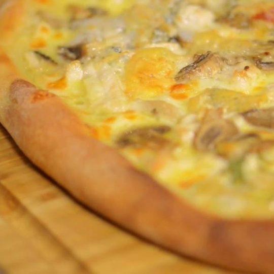 pizza cu pui berceni
